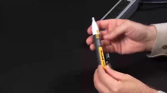 如何更换电压检测器中的电池