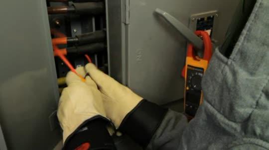 Fluke 376和iFlex柔性电流钳轻松测量大电流